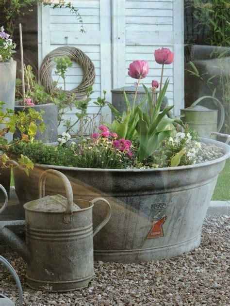 decoration metal pour jardin best 25 galvanized planters ideas on