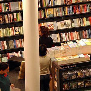 libreria feltrinelli napoli stazione centrale storia di un ladro di libri finito davanti al