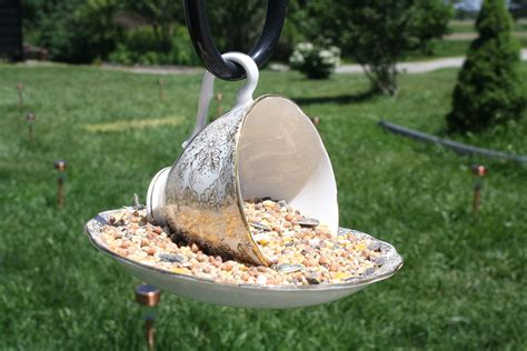 How To Bird Feeder How To Make Bird Feeders For Out Of Wood