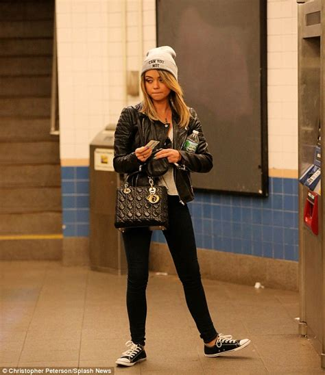 sarah hyland takes out her sarah hyland goes from park avenue princess to subway
