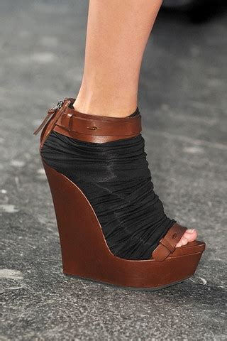 Fashion 2008 Must Shoes by 2010 Summer Shoe Trends Must Shoes