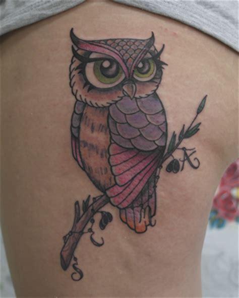 tatuaje b 250 ho hembra a color en su tinta estudio
