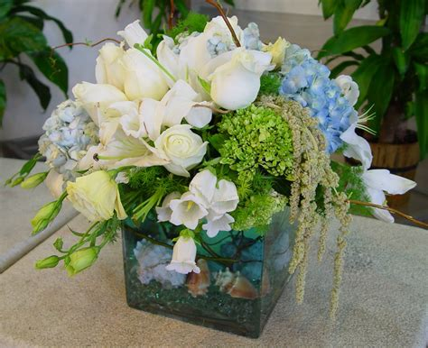 flower arrangement pictures with theme beach teamed wedding flowers one way to bring a theme