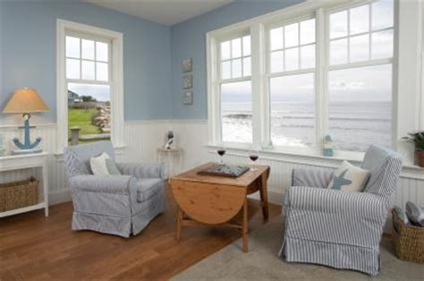 beach theme bedroom with window coverings hardwood top five beach decorating themes lovetoknow