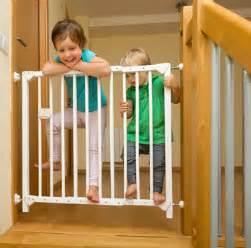 kindersicherung treppen kindersicherung und schutz vor gefahren im haushalt