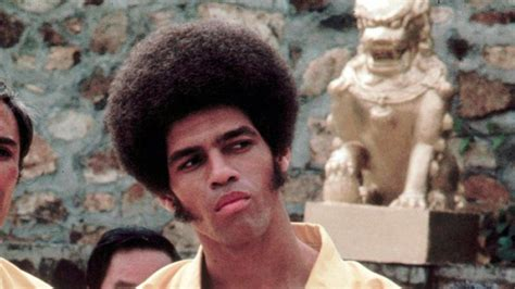 actor jim kelly jim kelly enter the dragon actor dies at age 67 bigwowo