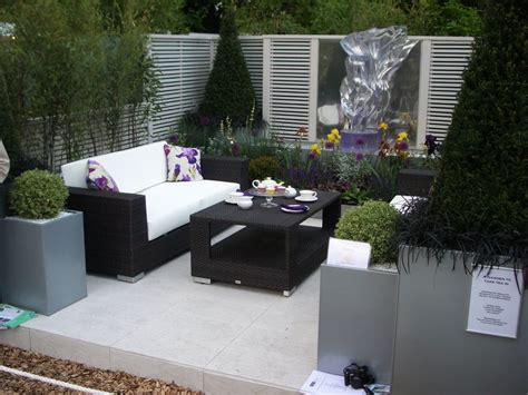 Charming Modern Patio Designs With Black Wicker Sofa Sets