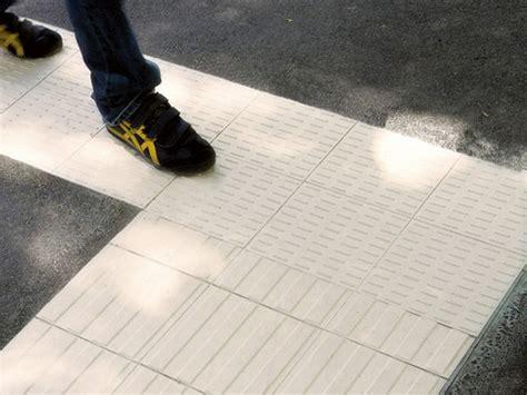 pavimenti tattili pavimento tattile in gres porcellanato a tutta massa per