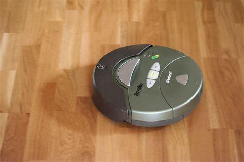 robot per pavimenti dall aspirapolvere al drone i robot nella vita di tutti i