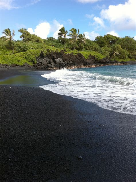black sand beaches hawaii black sand beach hawaii places i ve travel ed to