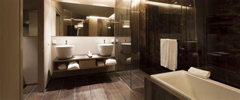 Badezimmer Komplett Fliesen by Badezimmer Komplett Fliesen Surfinser
