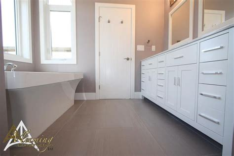 beautiful ensuite wall color is benjamin s elephant gray 2109 50 bathrooms by vleeming
