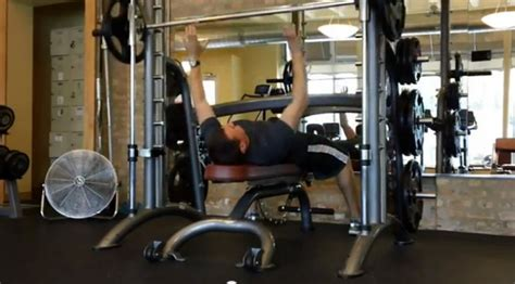 bench press throw workout tips 6 ways to smith machine better muscle