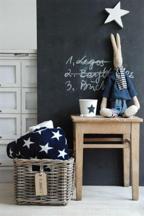 Impressionnant Peinture D Une Chambre #2: Peinture-ardoise-chambre-enfant-table-basse-bois-corbeille-osier.jpg