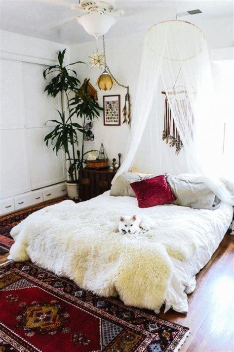 bohemian inspiriertes schlafzimmer wohnungseinrichtung boho chic schlafzimmer schaffell