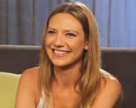 anna torv house of cards fringe scoop anna torv sorta answers the peter question
