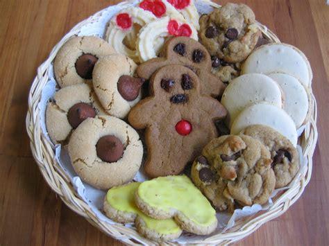 file christmas cookies plateful jpg wikimedia commons