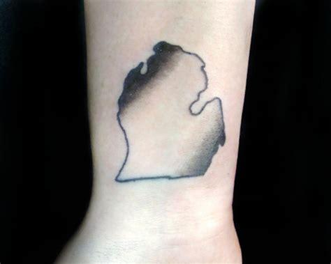state of michigan tattoo 43 spectacular state of michigan tattoos tattooblend