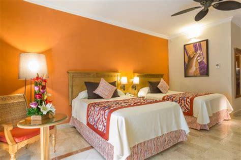 grand palladium colonial resort spa compare