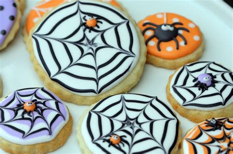 how to decorate cookies how to make a spider web decorated cookie
