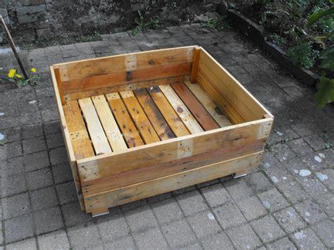 un jardin potager en carr 233 en palettes de bois r 233 ginou