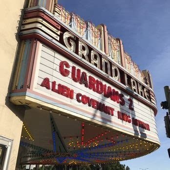 oakland theater couches grand lake theatre 229 photos 630 reviews cinemas