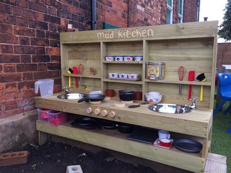 outdoor speelgoed keuken fun ideas for outdoor mud kitchens for kids buitenkeuken