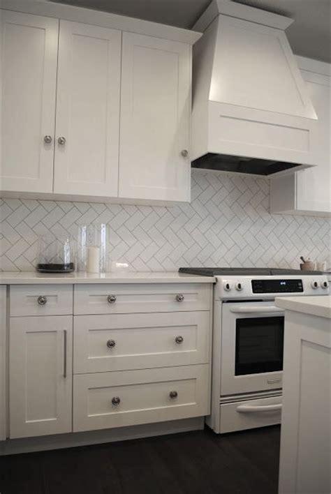 herringbone white tile splashback with grey grout