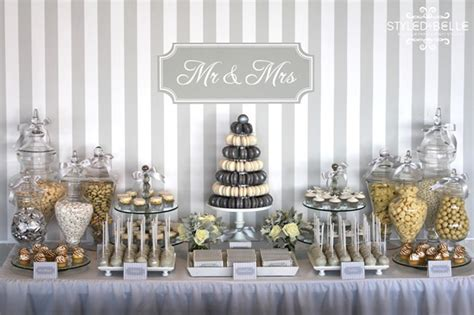 silver and white creates the modern wedding theme