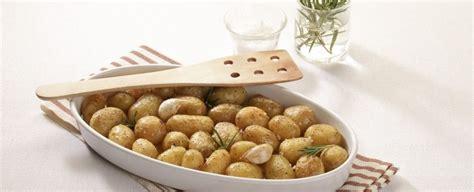 cucinare le patate con la buccia patate al forno con la buccia sale pepe