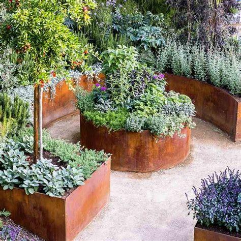 utiliser la peinture effet rouille pour sublimer son jardin