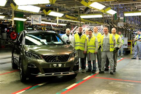 peugeot factory building the 3008 inside peugeot s sochaux plant