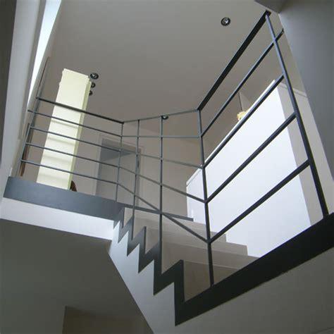 treppe stahlwange betonfertigteiltreppe mit stahlwange und stahlgel 228 nder