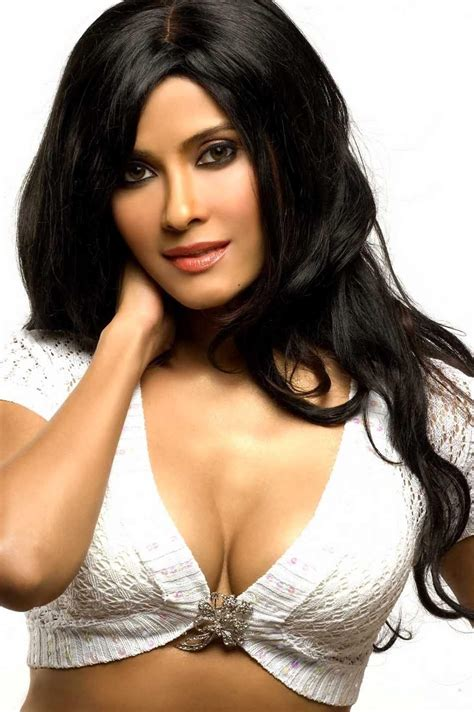 photos woman hot nandana sen hot and bikini pictures in images download