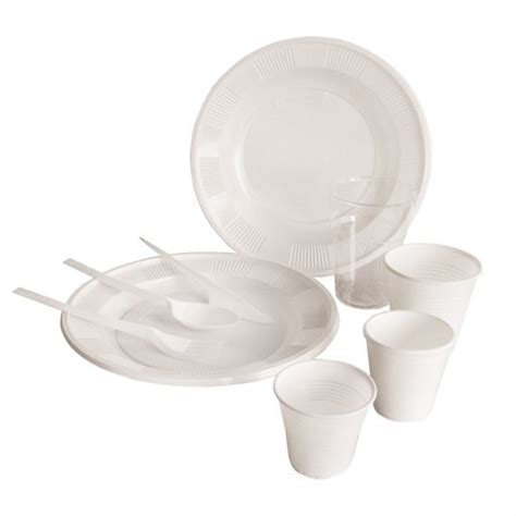 piatti e bicchieri di plastica i piatti di plastica vanno nella differenziata