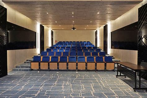 room bioskop keren gaia cosmo hotel koper traveler