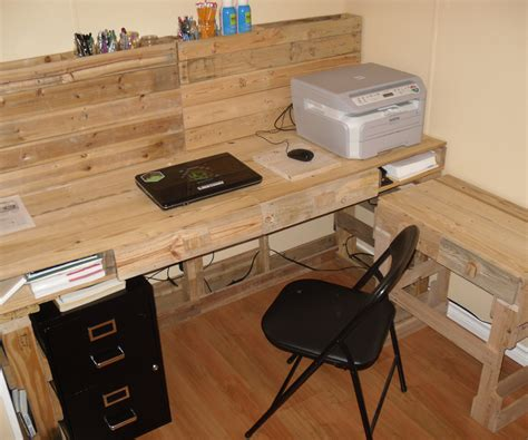Palette Desk by Pallet Computer Desk With Pictures
