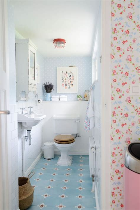 small cottage bathrooms best 25 small cottage bathrooms ideas on pinterest