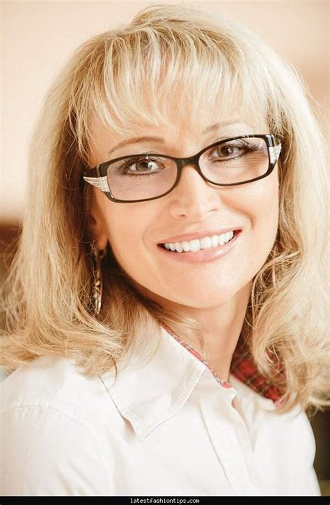hairstyles glasses over 50 women s hairstyles with glasses latestfashiontips com