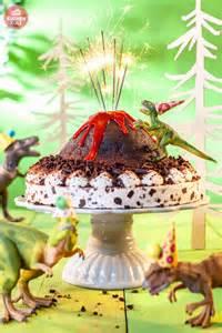 kuchen machen spiele dino torte f 252 r kindergeburtstag rezept zum selber machen