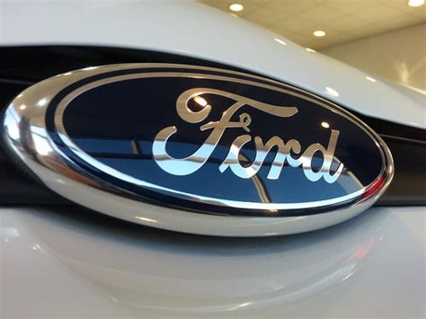 ford stock nyse f dividend history and 2017 outlook