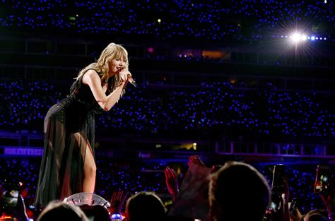 taylor swift reputation tour countries taylor swift tim mcgraw faith hill sing tim mcgraw in