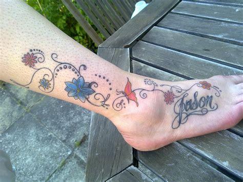 fiori e nomi di persona tatuaggi piede per le donne 100 foto