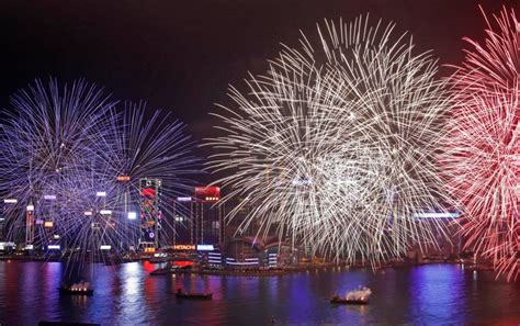 new year di hongkong gli sbandieratori di cori a hong kong per festeggiare il