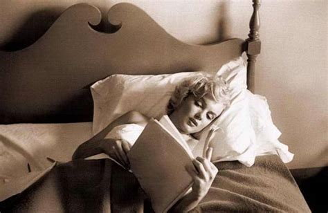 marilyn monroe in bed the mind of an actress reading marilyn monroe actress