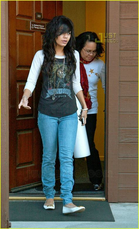 Kaos Raglan Bon Jovi 02 hudgens visits physical therapist photo 602781
