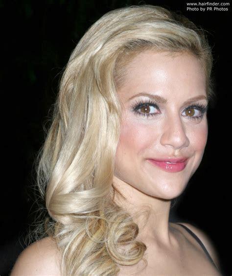 brittany murphy with blonde hair lang haar naar 233 233 n kant getrokken 187 celebrity kapsels