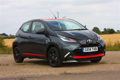 buy toyota toyota aygo hatchback 2014 buying and selling parkers