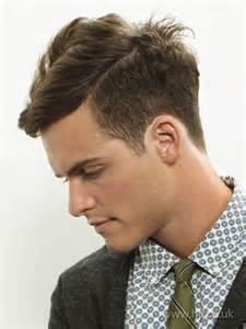 Galerry hairstyle pria berponi
