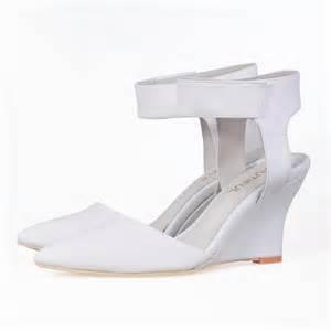 Sneaker Wedges White Snow Brokat Terbaru white wedges with ankle www imgkid the image kid has it